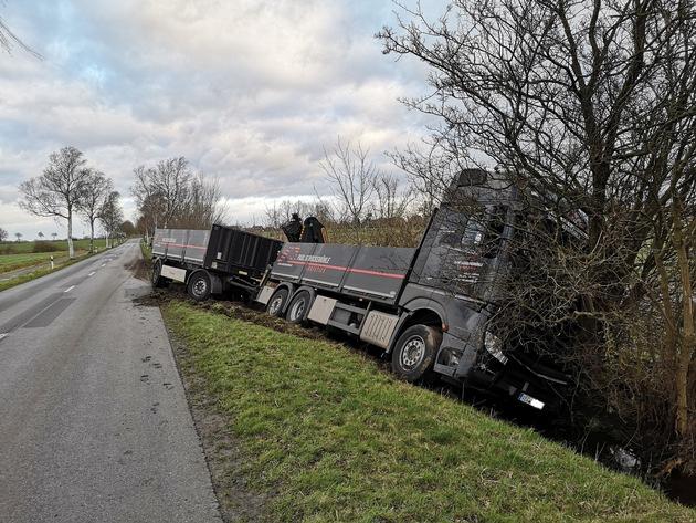 POL-STD: LKW mit Anhänger gerät in den Seitenraum – Polizei sucht Fahrer von weißem Transporter