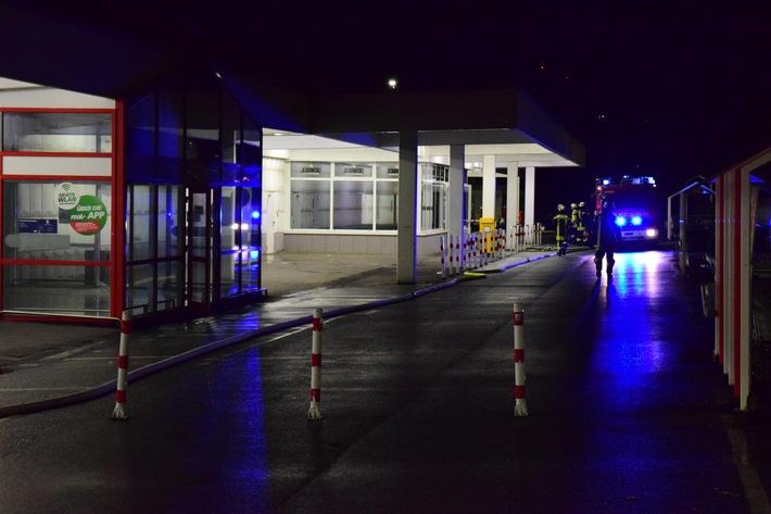 FW Hemer: Gesprengter Geldautomat sorgt für Feuerwehreinsatz