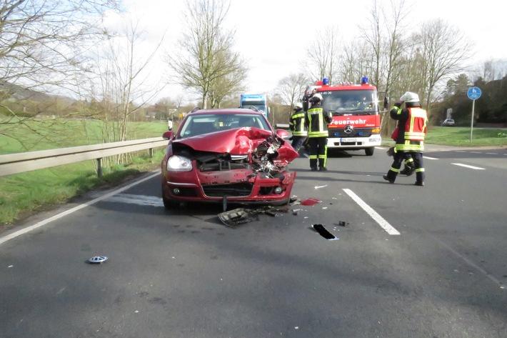 POL-HM: Verkehrsunfall mit zwei Leichtverletzten