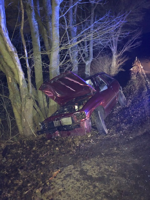 POL-PDKH: PKW prallt auf L 214 zwischen Seibersbach und Stromberg gegen einen Baum – Fahrer alkoholisiert