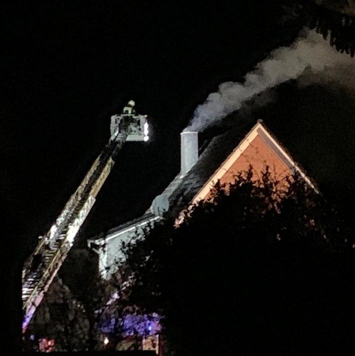 Stade: Schornsteinbrand in Bliedersdorf – schnelles Eingreifen der Feuerwehren kann Schaden verhindern