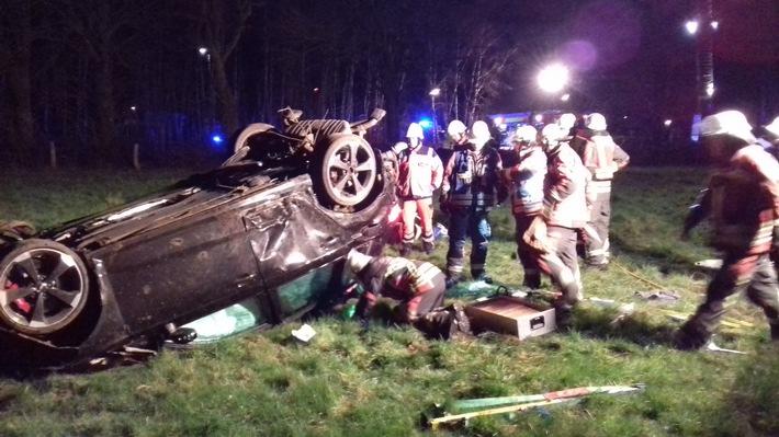 FW Norderstedt: Verkehrsunfall mit lebensgefährlich verletzter Person