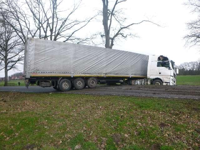 POL-LG: ++ Zusammenstoß zwischen Sattelzug und Traktor ++ Verkehrsunfall mit Flucht – Zeugen gesucht ++