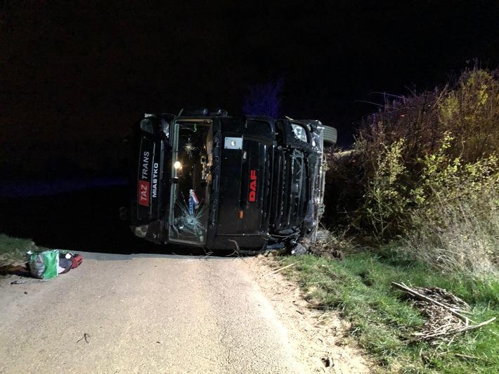 POL-PDLD: Schwegenheim – 40.000 EUR Sachschaden nach LKW Unfall