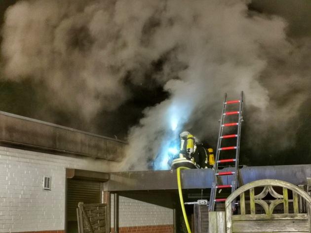 Fockbek- (Kreis Rendsburg-Eckernförde), 10.04.2020, 21:21 Feuer in einem Wohnhaus