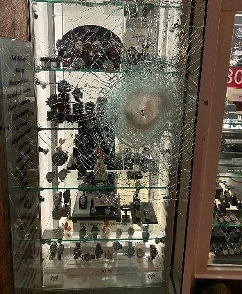 POL-FL: Festnahme nach Einbruchsversuch in Juweliergeschäft