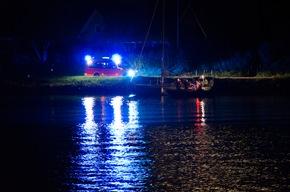 FW-RD: Havarie eines Segelbootes im Nord-Ostsee-Kanal Im Nord-Ostsee-Kanal, höhe KM 60 (Rendsburg, Kanalufer), kam es Heute (08.08.2020) zu einer Havarie.
