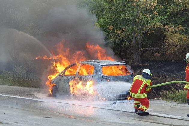 Read more about the article Autobahnpolizeiinspektion  API-TH: Fahrzeugbrände behindern in Thüringen den Ferienreiseverkehr