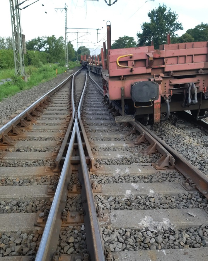 Read more about the article Flensburg  BPOL-FL: Drei Waggons eines Bauzugs entgleist -keine Verletzten