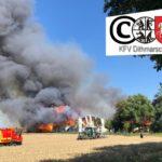 Kreisfeuerwehrverband Dithmarschen  FW-HEI: Großfeuer im Karolienenkoog – Rund 4.500 m² Gebäudefläche stehen in Flammen