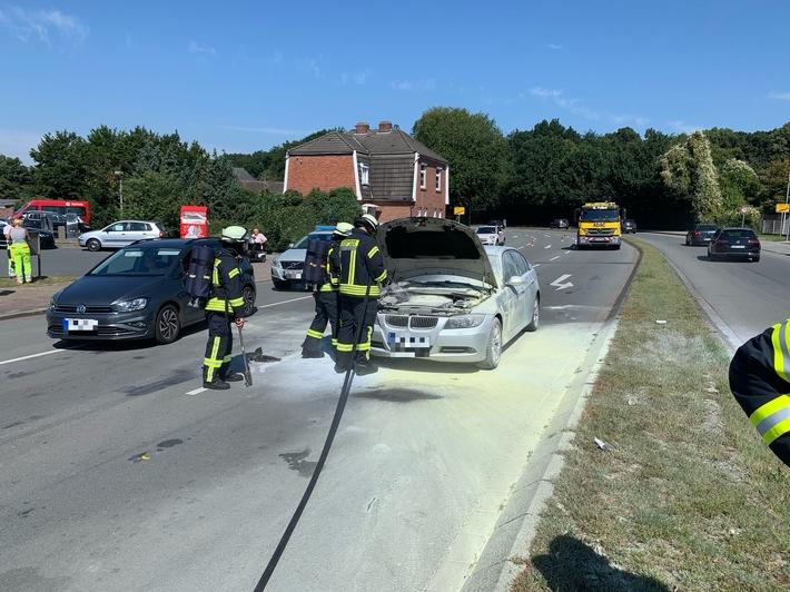 Feuerwehr Landkreis Leer  FW-LK Leer: Fahrzeugbrand auf der Spier Kreuzung