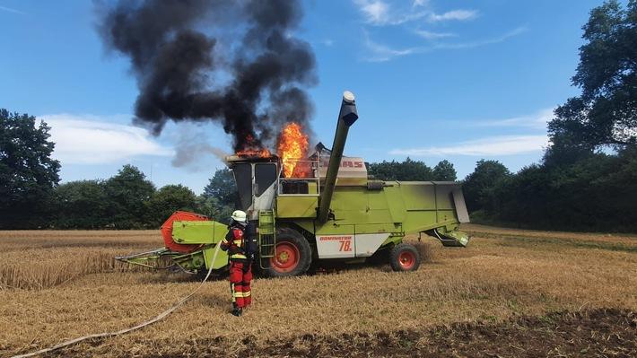 Read more about the article Segeberg  FW-SE: Mähdrescher fing Feuer – scnelles Eingreifen verhinderte Schlimmeres