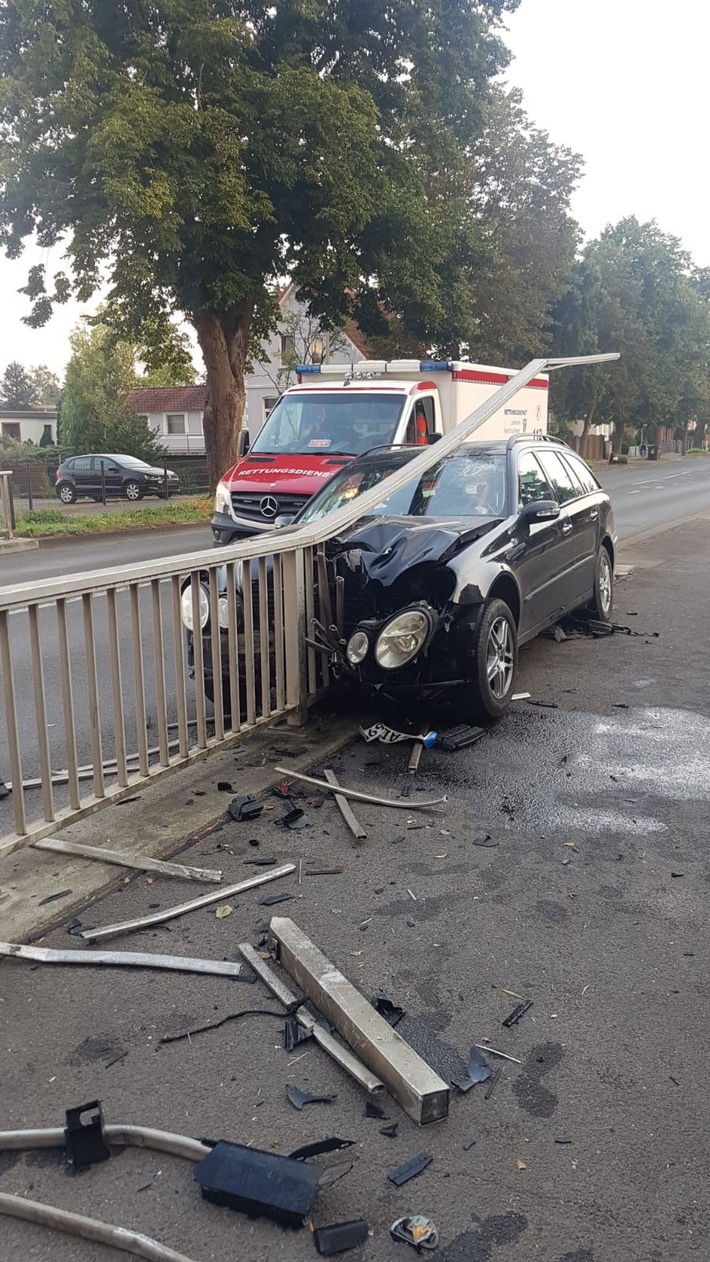 Read more about the article Nienburg: 26-jähriger ohne Fahrerlaubnis baut schweren Unfall