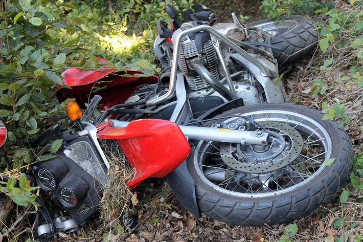 Olpe  POL-OE: 65-Jähriger Motorradfahrer bei Unfall schwer verletzt