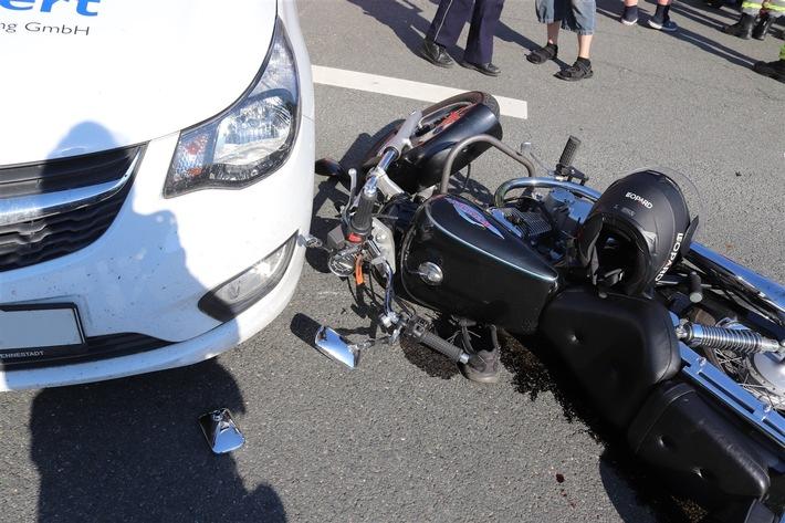 Olpe  POL-OE: Zusammenstoß von Pkw und Motorrad