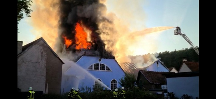 Pirmasens  POL-PDPS: Großbrand in Waldfischbach-Burgalben