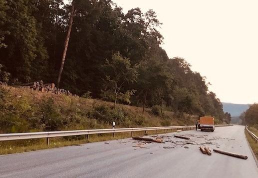 POL-PDPS: Sinnlose Aktion führt zu Sachschaden an Kraftfahrzeug