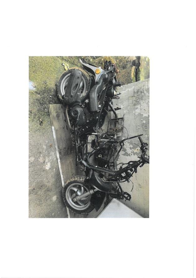 BPOL NRW: Unbekannte hinterlassen Kleinkrafträder auf Bahngelände in Schwerte – Wer kann Hinweise zu den Eigentümern geben?