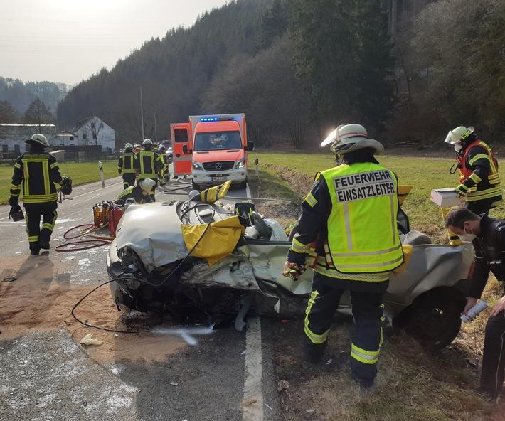 FW Schalksmühle: Verkehrsunfall mit eingeklemmter Person