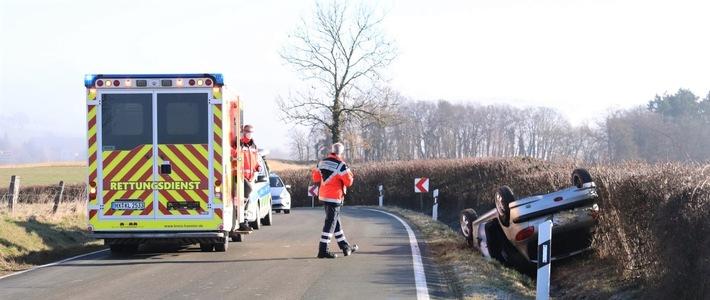 Höxter  POL-HX: Peugeot gerät ins Schleudern und überschlägt sich